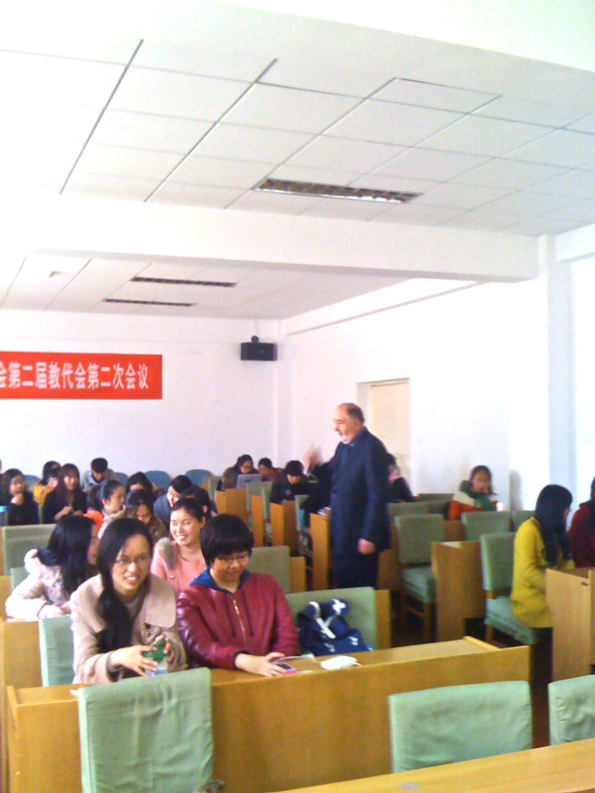 Профессор Козлов В.В. начал цикл лекций с магистрами Пекинского технологического университета